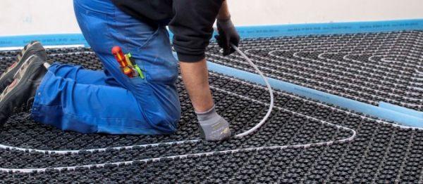 Uponor Minitec-Fußbodenheizsystem mit Verteiler und weiteren Komponenten für ca.50 m2